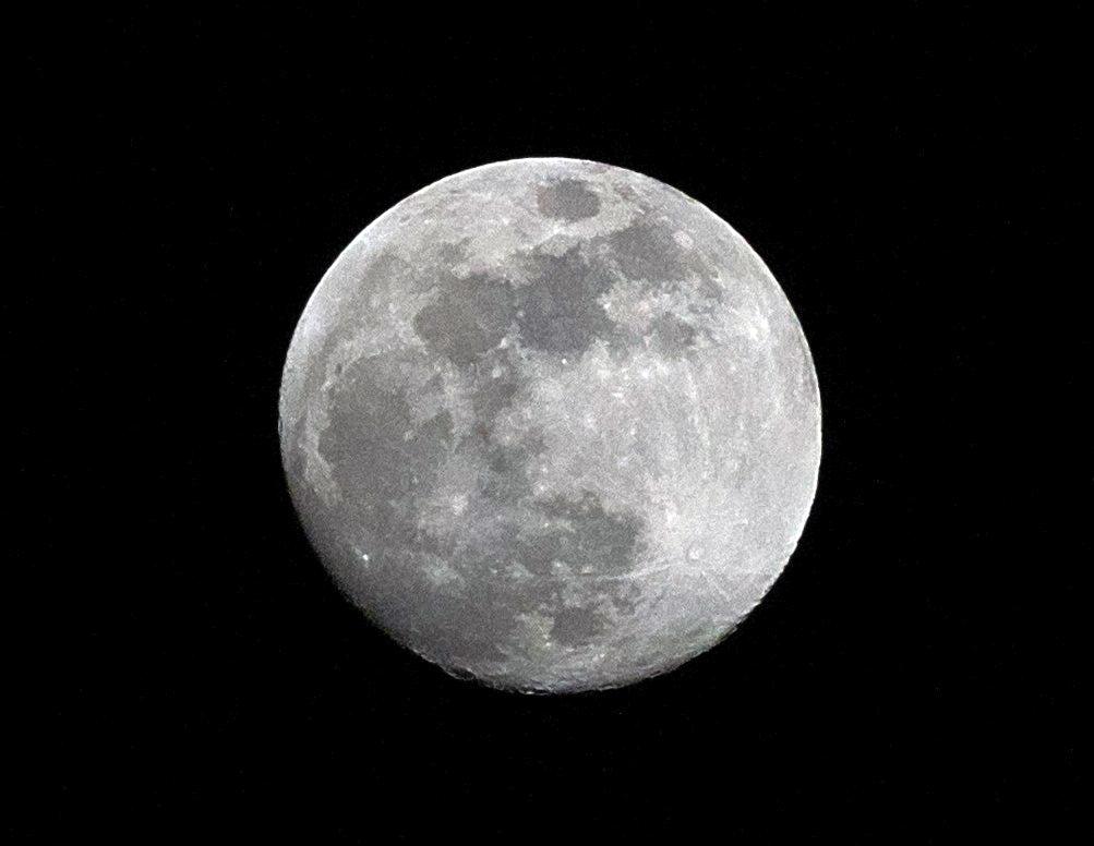 Moon, Sony alpha 6000, Pentacon 4/200, ISO1600, Blende 11, 1/2000s Verschlusszeit