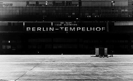 Berlin Flughafen Tempelhof Schriftzug